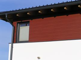 Hliníkový obklad štítových stěn v imitaci dřeva