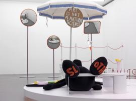 Amatérská teatrálnost, zdroj: Galerie Daniela Buchholze, Kolín nad Rýnem, Bonn