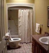 Výklenek je v malé koupelně vždy výhodou