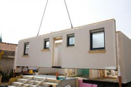 Stavba montovaného domu