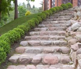 Schodiště z přírodního kamene