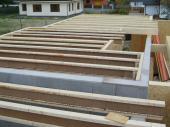 Dřevěné nosníky v konstrukci stropu