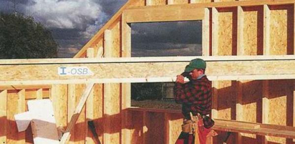 Dřevěný nosník I-OSB - snadno se s ním manipuluje