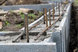 Kvalitně provedené základy jsou základem - základová spára betonovaná do nezámrzné hloubky, kvalitní beton a armované ztracené bednění