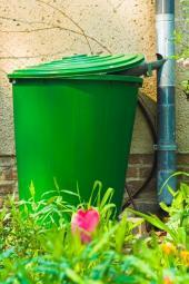 Plastový zásobník na dešťovou vodu