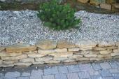 Kombinace různých druhů přírodního kamene