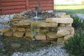 Přírodní kámen a vodní prvky na zahradě k sobě patří