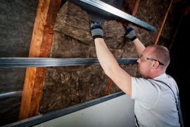 Aplikace izolace FactPlus do šikmé střechy