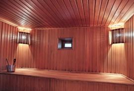Dřevem obložená sauna