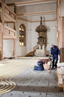 Na podlahu kostela Nejsvětější Trojice a jeho přístavby bylo použito téměř 3.000 metrů produktu Fonterra.