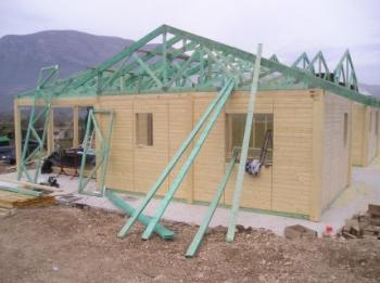 Vazníková konstrukce střechy rodinného domu