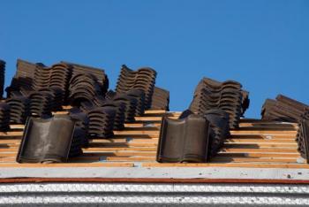 Betonová střešní krytina před pokládkou