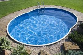 Zapuštěný laminátový bazén