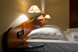 Polohovatelné lampičky v ložnici