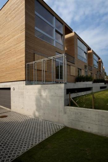 Nízkoenergetický rodinný dům a dřevěnou fasádou