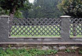 Plastová zatravňovací dlažba, využití v podobě plotové výplně