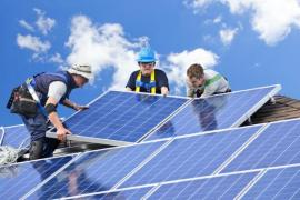 Montáž fotovoltaické elektrárny na šikmou střechu