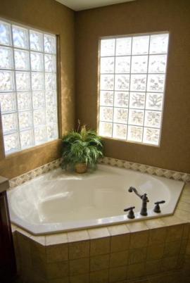 Luxfery přivádějící světlo do koupelny