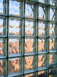 Čiré luxfery s upraveným povrchem deformující obraz