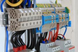 Pojistky a proudové chrániče v rozvodné skříni