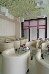 Navržený interiér kavárny