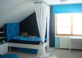A ještě jednou odstíny modré, tentokrát v dětském pokoji