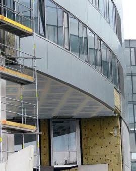 Pohled s namontovanou impregnovanou sádrokartonovou deskou není správné řešení pro tento pohled – jediným možným a dlouhodobě funkčním opatřením jsou cementové desky AQUAPANEL