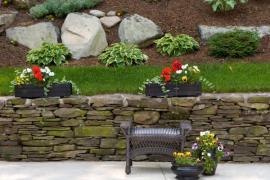 Kámen - důležitý materiál ve svažité zahradě