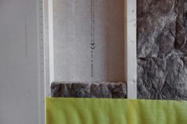 Nosný stěnový panel pro obvodové stěny skombinovaným opláštěním – na vnitřní straně konstrukční deska RigiStabil, na vnější straně sádrovláknitá deska Rigidur.