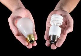 Klasická versus úsporná žárovka
