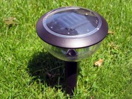 LED zahradní svítidlo se solárním zdrojem energie - nejlevnější řešení