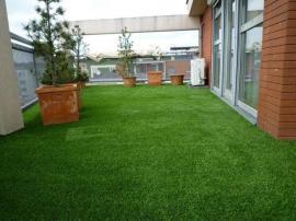 Umělý trávník na terase