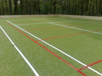 Umělý travní koberec na multifunkčním hřišti