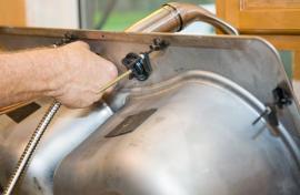 Instalace kuchyňské vodovodní baterie