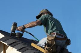 Pokládka šindele na hranu střechy