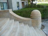 Kamenné schodiště a zábradlí