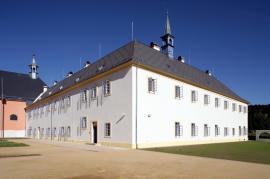 Rekonstrukce františkánského kláštera v Hostinném