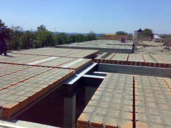 Položené keramické stropní panely