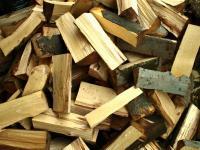Naštípané bukové dřevo