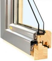 Průřez dřevohliníkovým oknem s izolačním dvojsklem