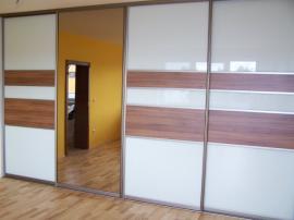 Šatní skříň s Lacobelem a zrcadlem