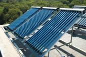 Trubicové solárně termické kolektory na ploché střeše