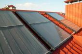 Deskové solárně termické kolektory na šikmé střeše