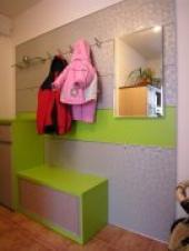 Stěnový systém v dětském pokoji, i děti mohou mít svou vlastní předsíňovou stěnu