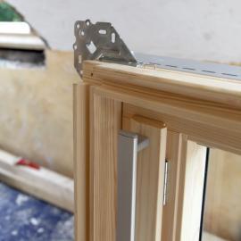 Nové dřevěné okno před montáží