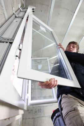 Nasazování okenních křídel