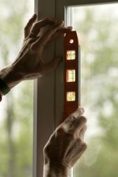 Kontrola správného usazení nového okna