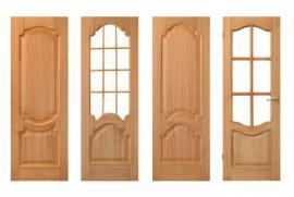 Různě provedené dveře ze stejného materiálu