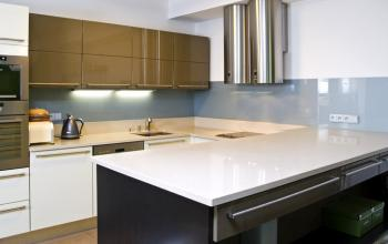 Kamenná kuchyňská pracovní deska a obklad