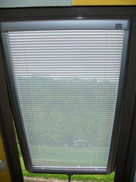 Stínění střešního okna Velux